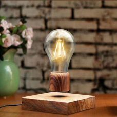 מנורה מרחפת עם בסיס עץ