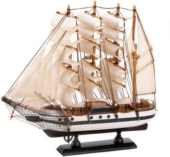 דגם של סירת מפרש עתיקה